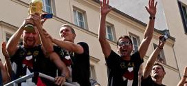 לגרמניה יש גביע, אבל לא כרטיס חופשי לטורניר הבא (צילום: Markus Winkler_flickr_cc)