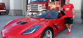 רוני והקורבט שהוא לא נוהג בה (צילום: chevrolet.com)